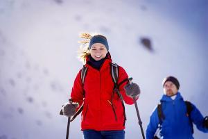 Ciepła kurtka na wypad na narty – co kupić?
