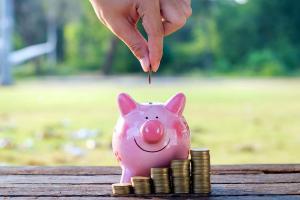 Jak pomóc sobie w oszczędzaniu pieniędzy?