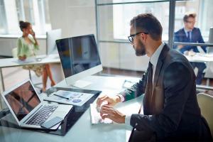 Kantor internetowy czy zwykły? Różnice i podobieństwa