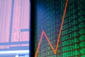 Oszczędzać czy inwestować w akcje?