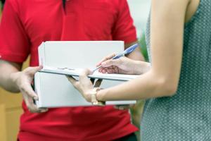 Pożyczki przez kuriera – jak to działa?