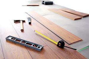 Tanie podłogi do domu – co warto kupić?