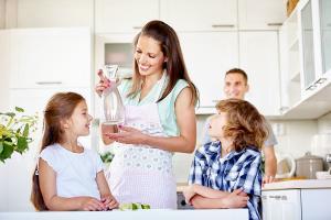 Wybierz filtr wody zamiast wody butelkowanej