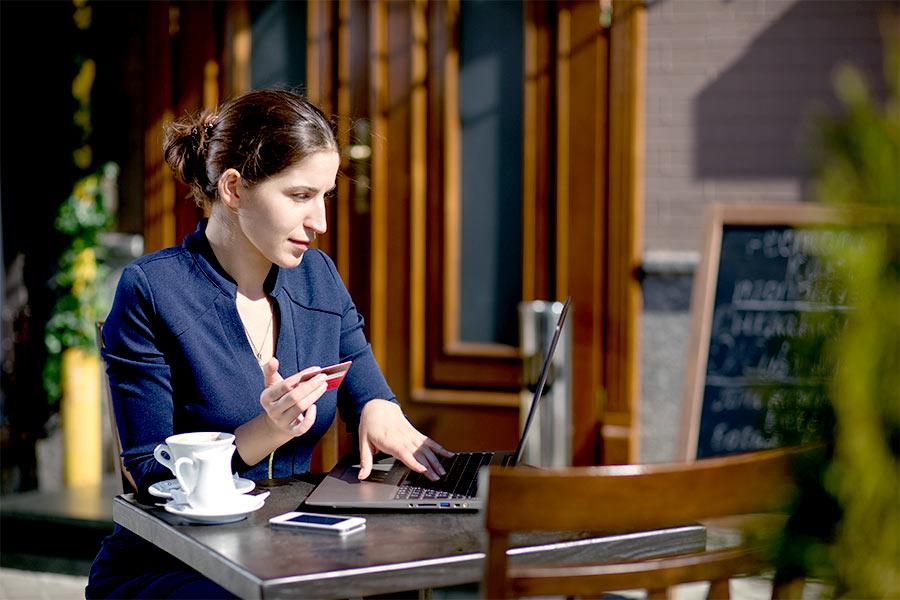 Jak działają systemy płatności internetowych?