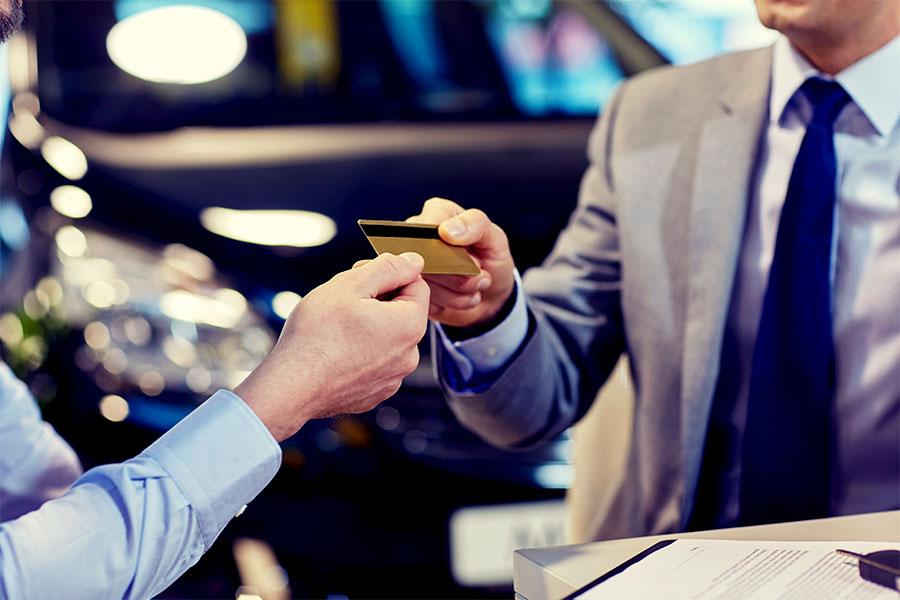 Ubezpieczenie karty płatniczej. Czy to się opłaca?